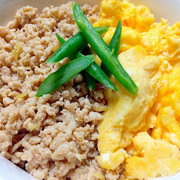 鶏そぼろと炒り卵の二色丼